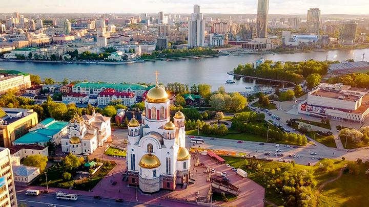 Екатеринбург: Протестующие сломали ограду храма и губернатора?