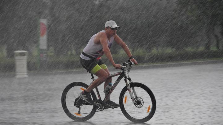 На Кубани 18 июня местами ожидается кратковременный дождь с грозой, ветром до 20 м/с и похолоданием