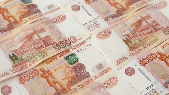 Главное, чтобы перед следователями так не сделали: Дети бизнесмена из Татарстана сложили ковёр из денег папы - видео