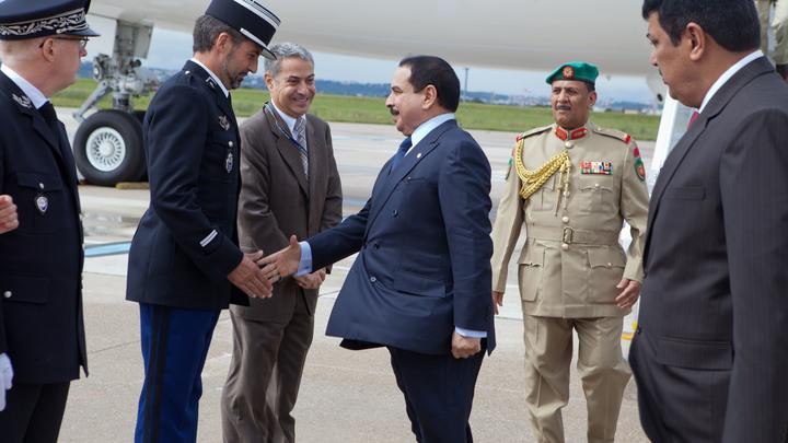 Титан ростом 2,4 метра, говорящий на 6 языках: СМИ узнали правду о телохранителе короля Бахрейна