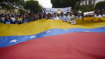 Каракас под санкциями: Евросоюз ввел эмбарго на поставки оружия Венесуэле