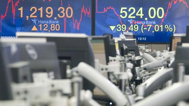 Доллар рухнет в конце весны? Хазин назвал валюту будущего