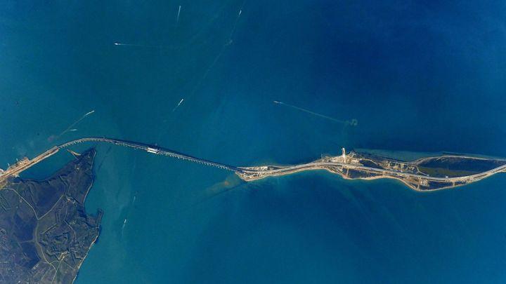 В Керченском проливе затонула бронемашина с шестью людьми на борту