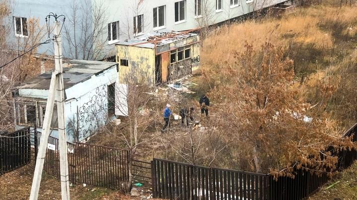 В Тольятти недострой на улице Ларина, 2 стал приютом для бомжей и местом опасной игры для детей