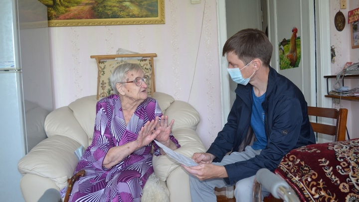 Только унитаз и открытку: в Новосибирске ветерану войны не дают обещанную президентом квартиру