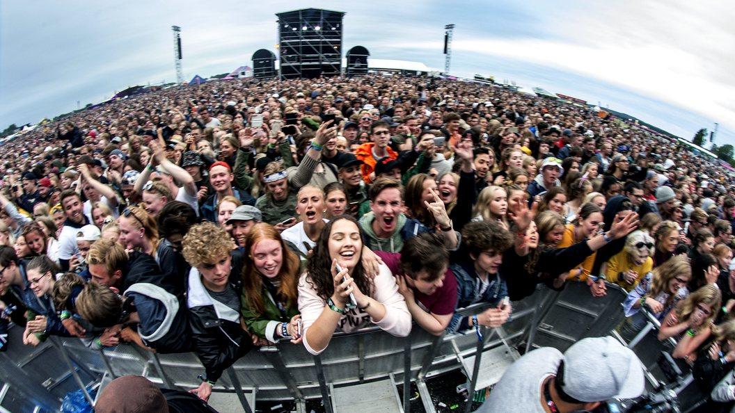 Популярнейший во всем мире рок-фестиваль экстренно отменили из-за некоторых мужчин