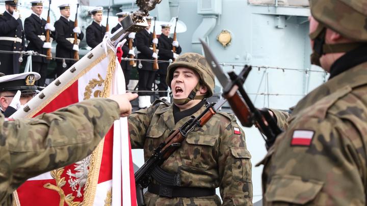 В Польше продолжается декоммунизация прошлого: Офицеров ПНР лишат званий