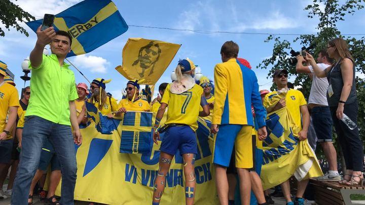 Фанаты из Швеции кричат Спасибо, Россия!
