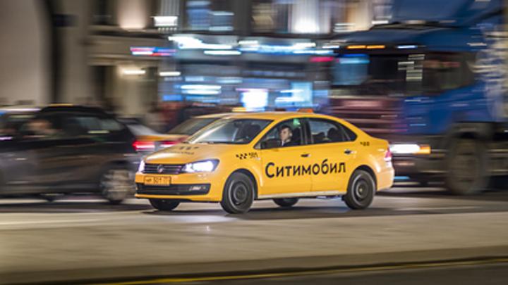 Таксист-мигрант без гражданства не возмещает новосибирцам ущерб за разбитую машину