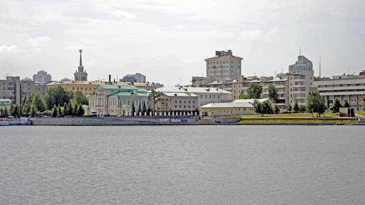 Накипело: Экс-чиновник плюнул на всех и сам навел порядок в сквере на Урале