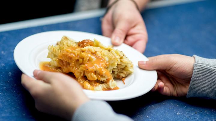 На первое – гороховый суп, на второе – макароны: Сургутских политиков переводят на школьное питание