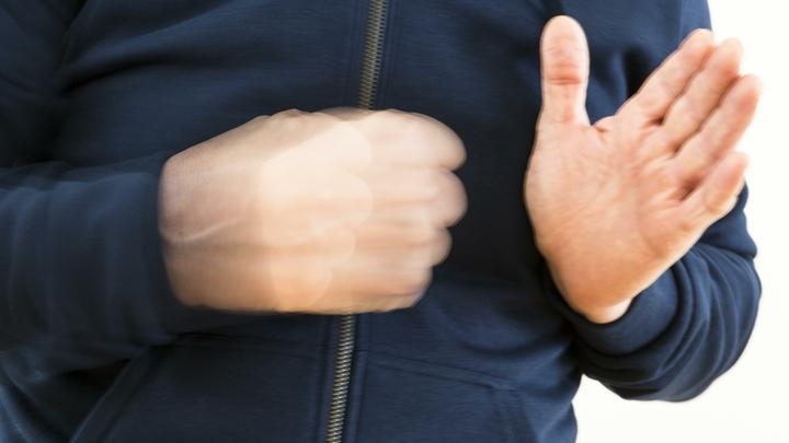 Драчуны в белых рубашках: В Чечне выпускники перед экзаменом разминались на кулаках