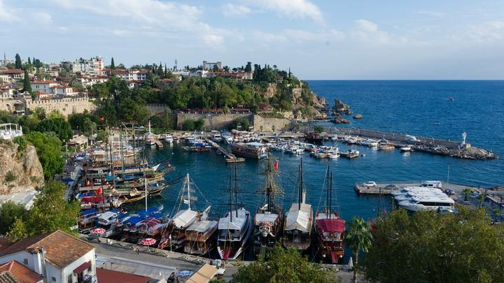 Полицейских ждет AllInclusive: Стражам порядка разрешили выезжать в Турцию и еще в 30 стран