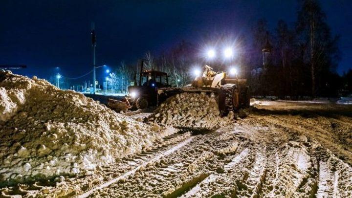 В Челябинске дорожники рассказали, от чего зависит количество вывезенного снега