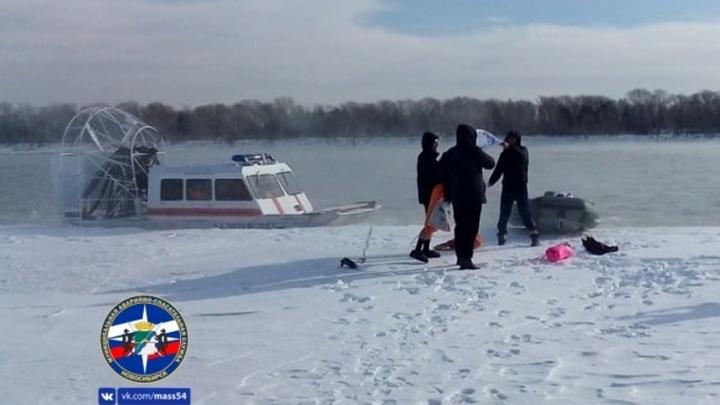 Трое сибиряков переплыли Обь в честь праздника 23 февраля