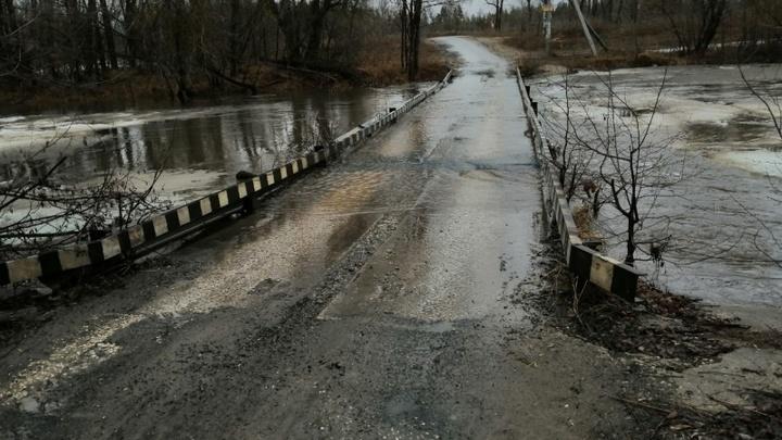 Два моста в Самарской области ушли под воду