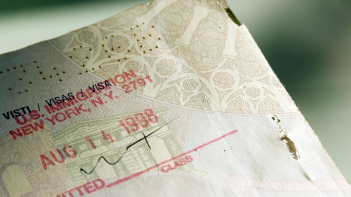 Туристам в США запретили жениться и поступать в вузы