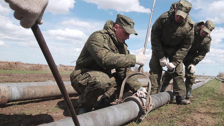 Война с засухой: Армия пришла на помощь крымчанам