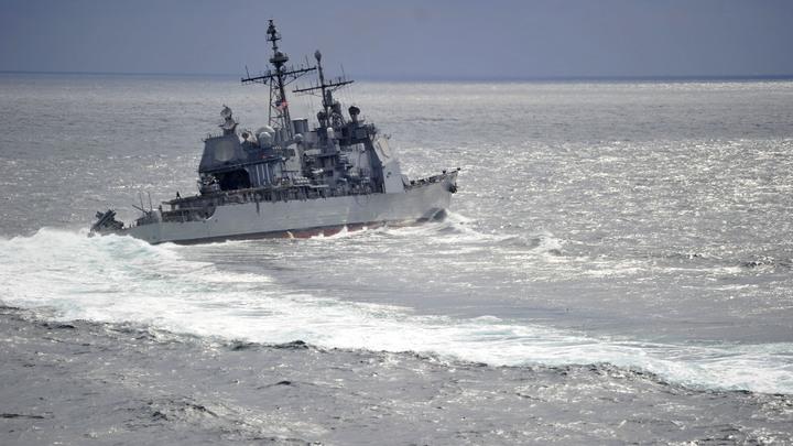 США обвинили Россию в том, что американский военный корабль подрезал российский