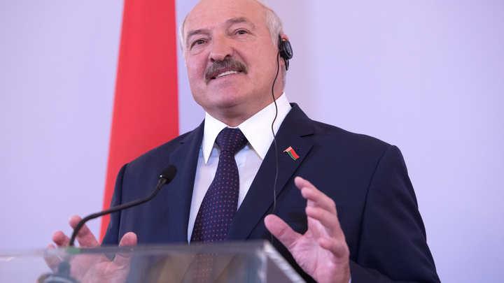 Господь поможет: Лукашенко призвал бороться за каждого человека с COVID-19