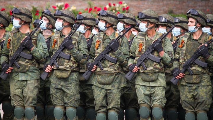 «Град» и новый танк Т-72: Как прошёл парад Победы в Новосибирске