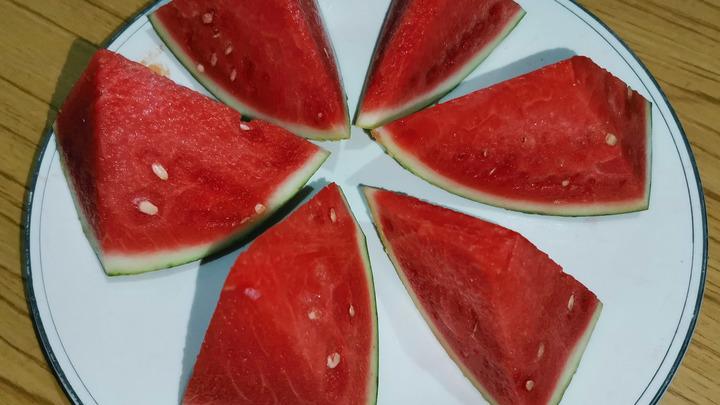 Бьёт по почкам и поджелудочной: Врач предупредил о вреде арбуза