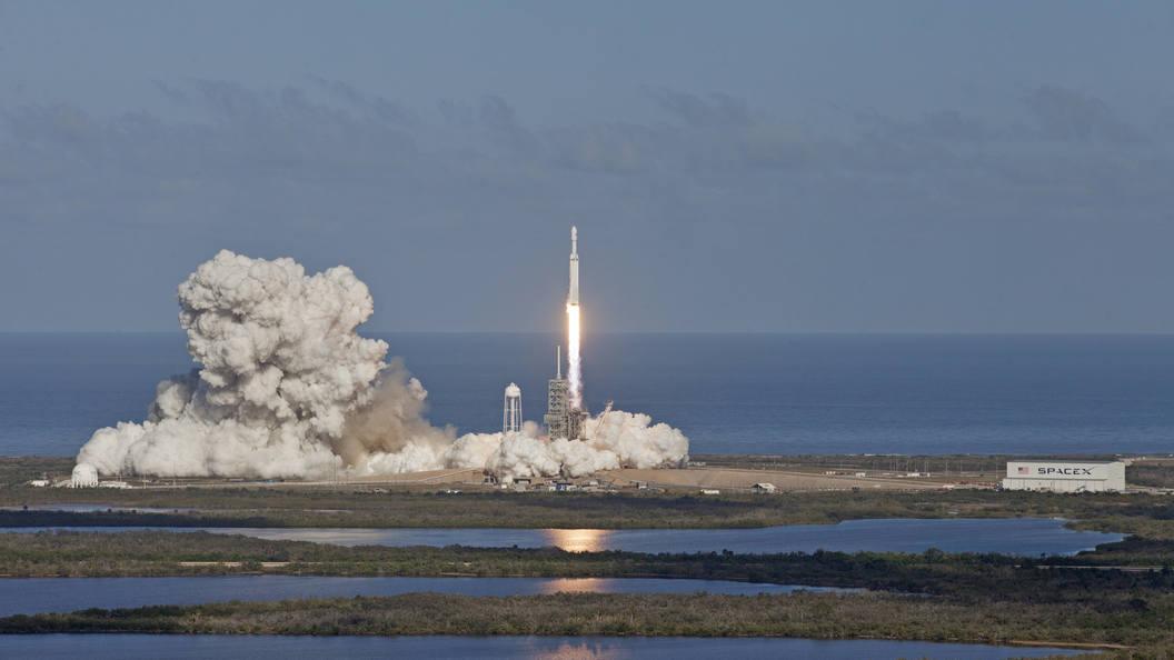 Американские самолеты разбомбили ракету-носитель компании Space X