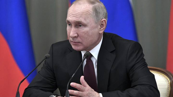 Есть тревога... понимаю: Путина попросили остаться на третий срок. Президент ответил примером из 80-х