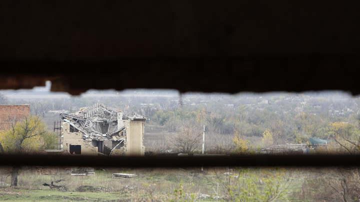 На окраине Донецка после миномётной отмашки ВСУ загорелся дом