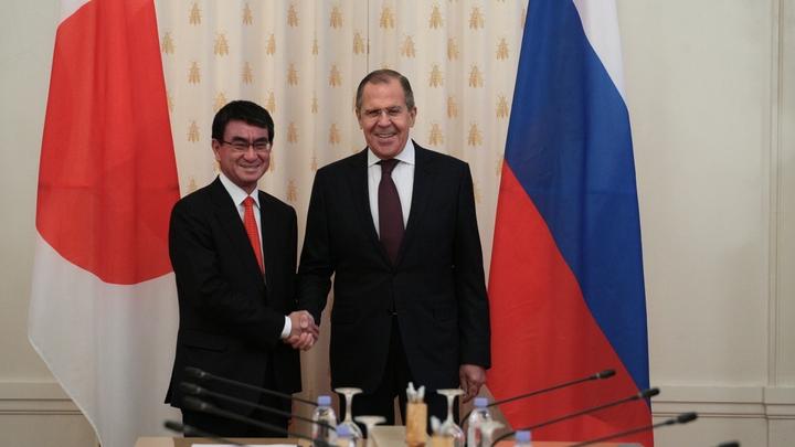 Глава МИД Японии рассказал, о чем будет говорить с Шойгу и Лавровым