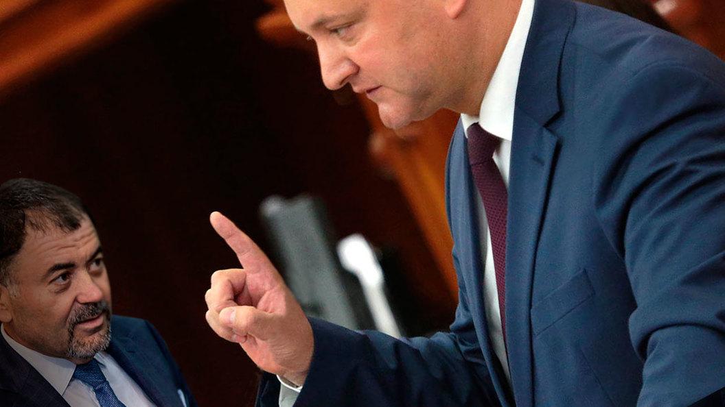 Додон хочет изгнать дельца-ветеринара с поста министра обороны Молдавии