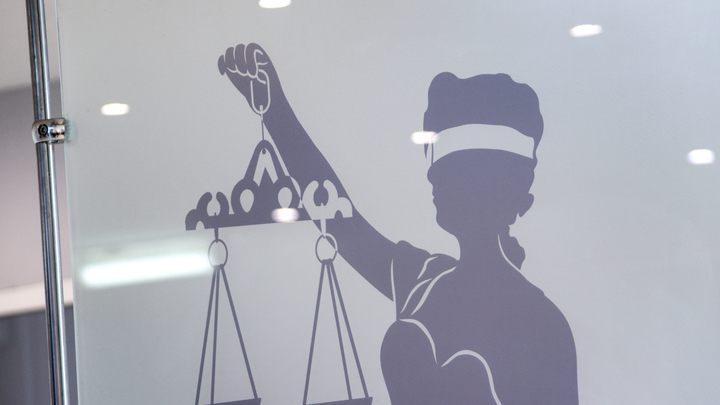В Петербурге задержали мужчину за подделку решения суда для нелегального мигранта