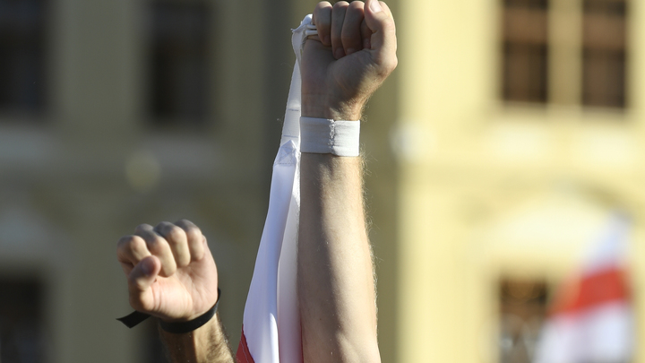 Лукашенко сдали свои, а США осталось написать сценарий госпереворота