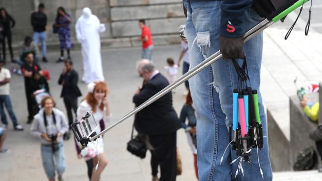 Конец ярмарки тщеславия: Каннский фестиваль запретил селфи