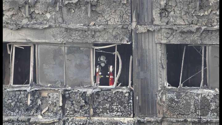 Сгорели в своих квартирах: Скотленд-ярд заявил о 30 жертвах крупного пожара в Лондоне