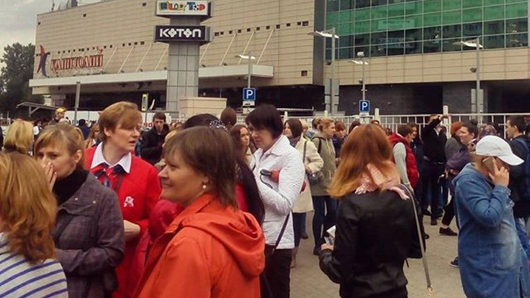 Два торговых центра вМоскве эвакуированы после звонков оминировании