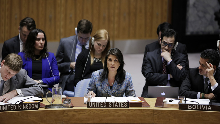 США поддались на британские домыслы: Хейли в Совбезе ООН повторила подвиг Мэй