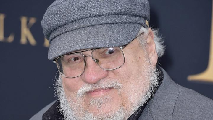 Автор Игры престолов получил персонального Джона Сноу из Якутии. Серебряного