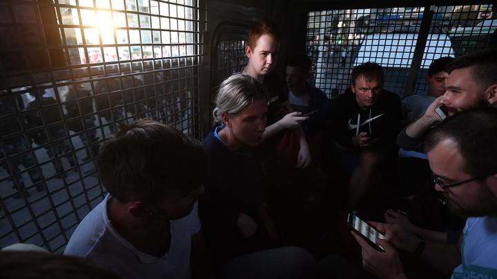 Поп Гапон в юбке: Прикрывающуюся ребенком Соболь обвинили в провокации