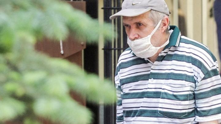 Стариков старше 65 в Кузбассе загоняют по домам. Регион возобновляет режим самоизоляции