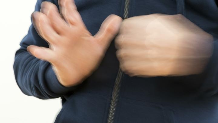 На избирательном участке в Ленобласти кандидату в депутаты оторвали протез руки