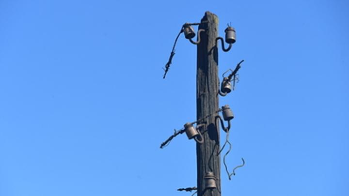 Сообразили на троих: электриков осудили за кражу трансформатора и десяти столбов