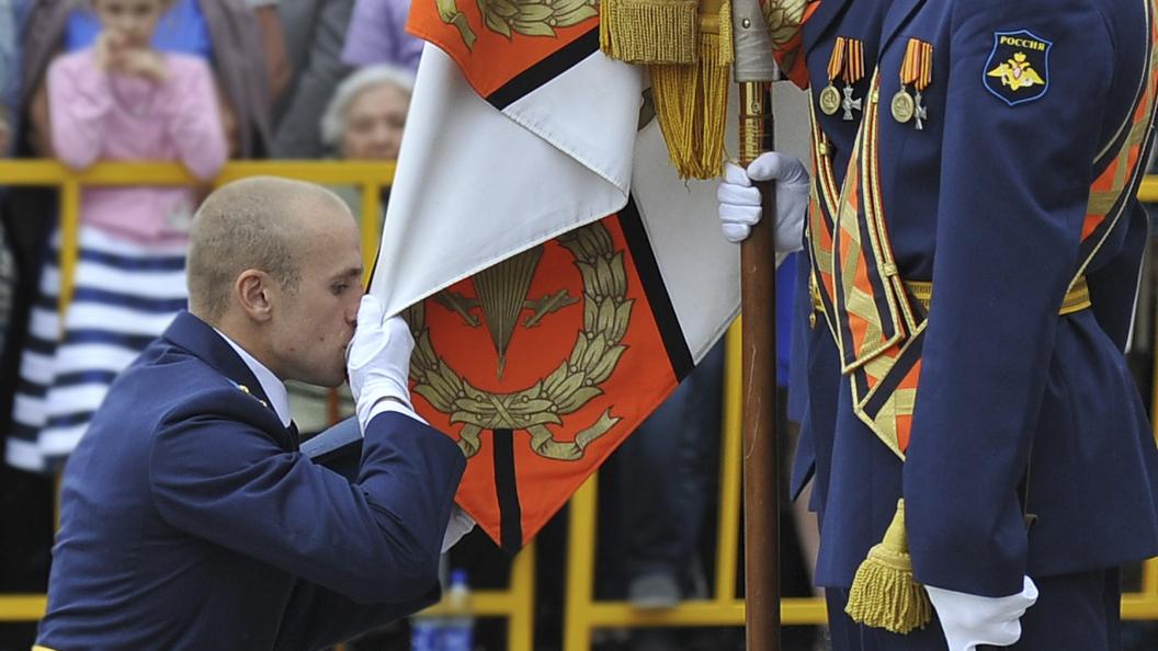 Уволенных Сердюковым офицеров зовут вернуться в армию