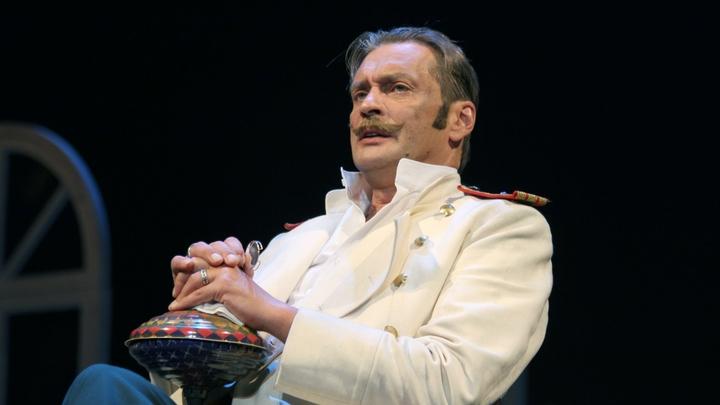 Александр Домогаров сообщил о своем увольнении из Театра имени Моссовета