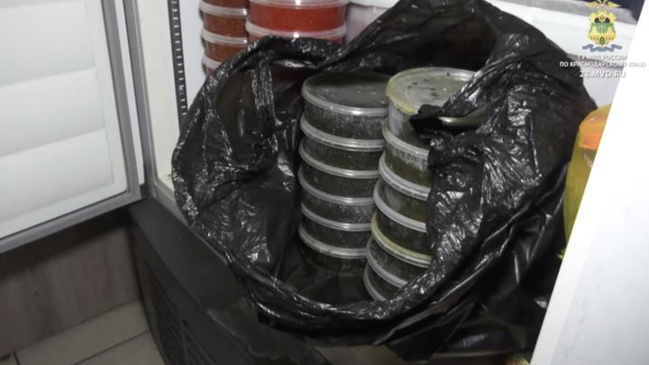 В Краснодаре полиция нашла 12 кг черной и 500 кг красной икры без сертификатов