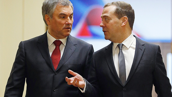 На разрыв: Возможный конфликт Володина и Медведева угрожает цельности «Единой России»