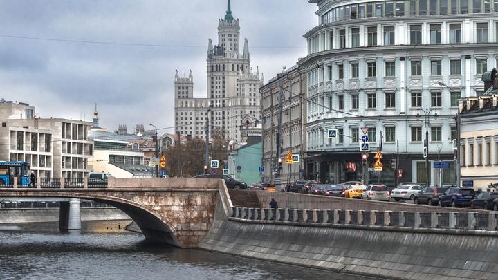 Мигрант с наркотиками пытался уплыть от полиции в Москве