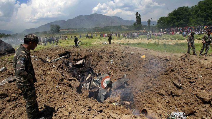 Обломки ещё дымятся: Обнародовано видео с места падения МиГ-21