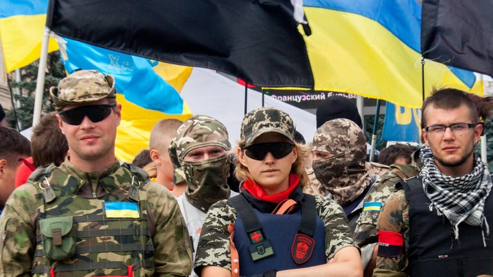 Украинские радикалы устроили дебош с мордобоем на месте съемок сериала про СССР