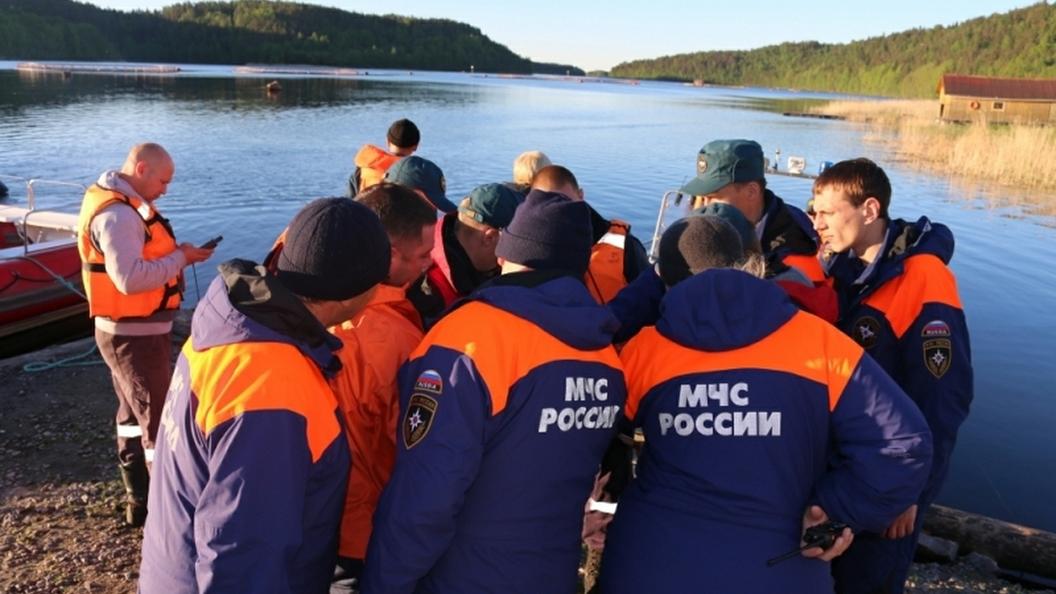 Водолазы приступают к поискам пропавших в результате крушения лодки в Якутии